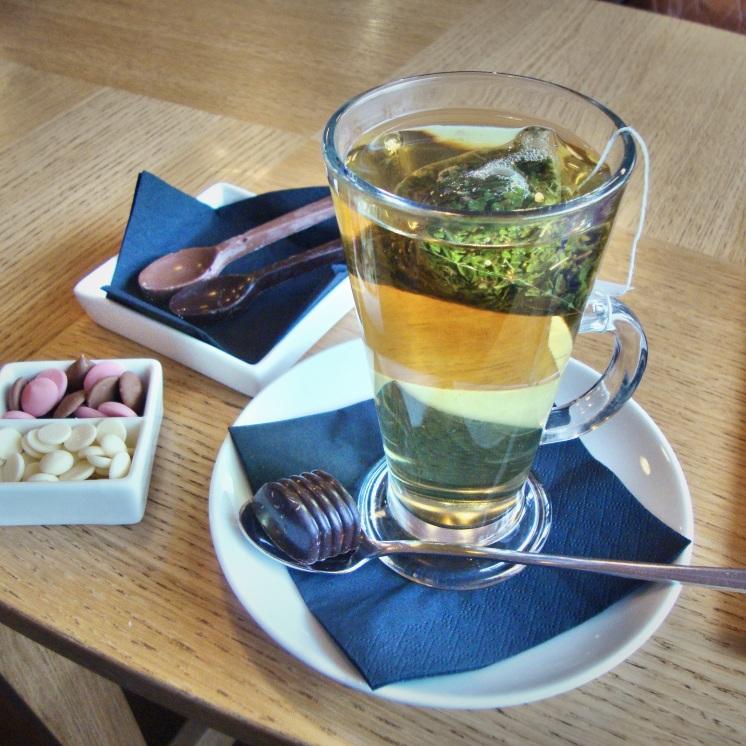 Peppermint tea and cream